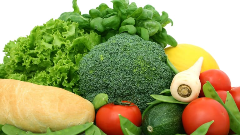 Farm Fresh - Shop Your Local Farmers Market This Summer